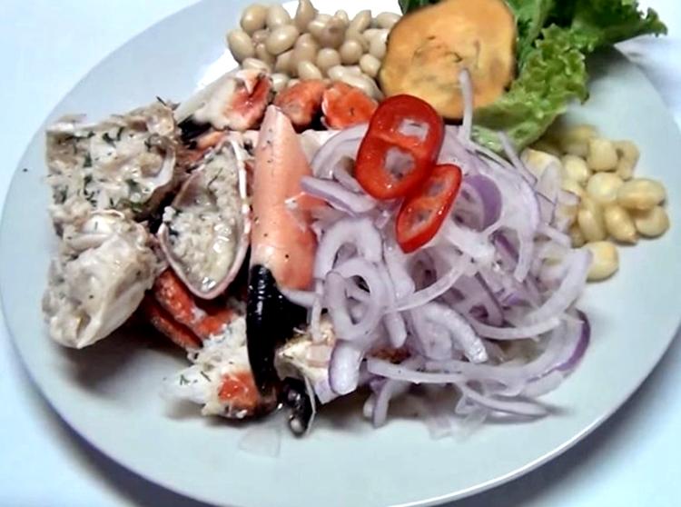 Ceviche de cangrejo con concha